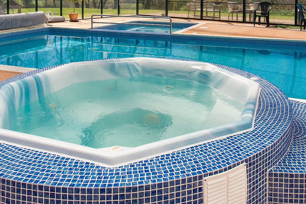 Holiday cottages with swimming pool polperro looe south for How much is an indoor swimming pool